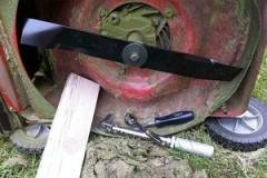 lawn-maintenance-calendar-lawnmower-blade_cdadd70eb9975eed57d6a281c01b5151_3x2_jpg_300x200_q85
